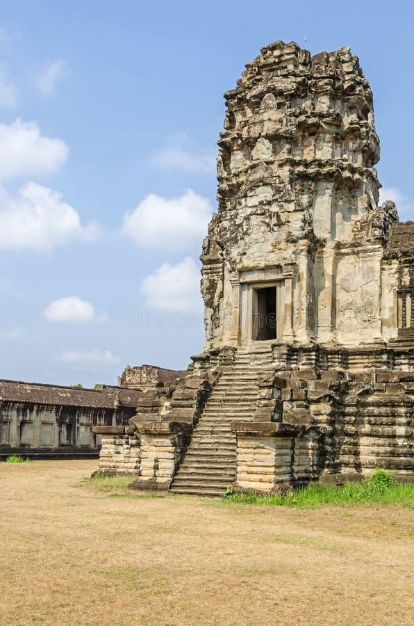 Torre de Angkor Wat con las escaleras escarpadas fotos de archivo