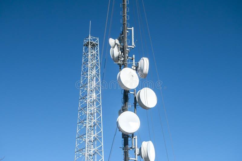 Torre de antena del teléfono celular foto de archivo libre de regalías