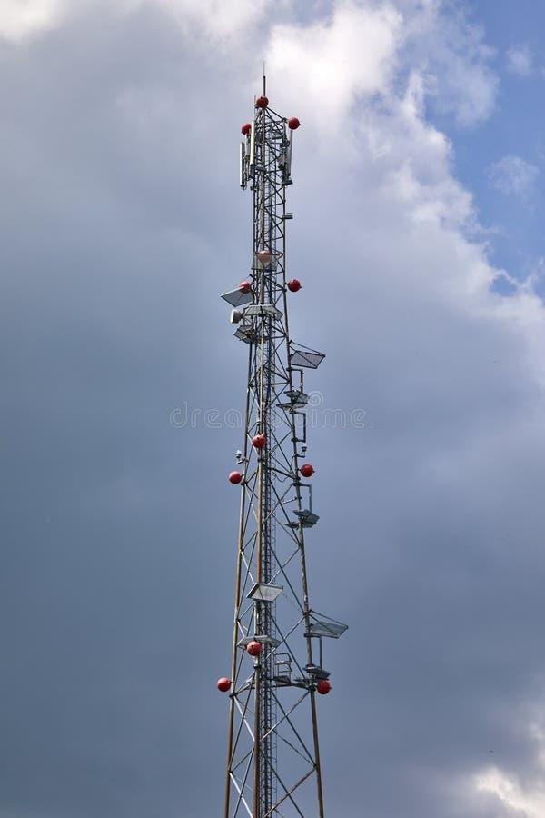 Torre de antena de transmisor fotos de archivo libres de regalías