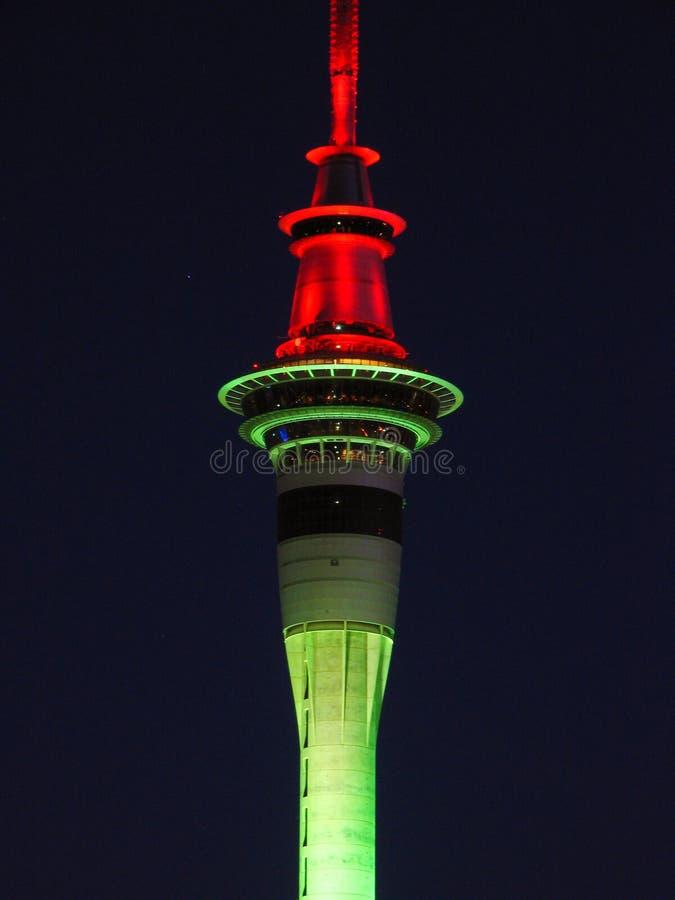 Torre de Auckland na noite foto de stock