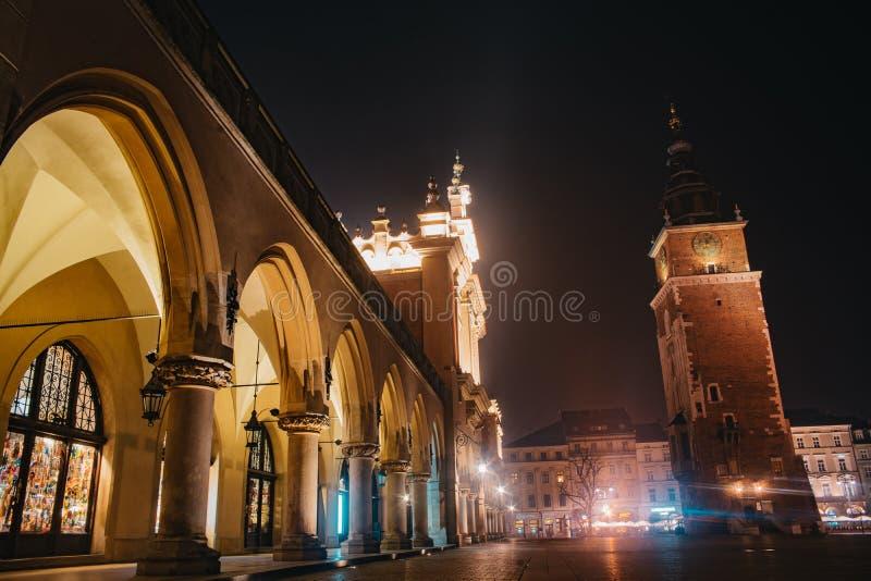 Torre de ayuntamiento en Krak?w, Polonia foto de archivo