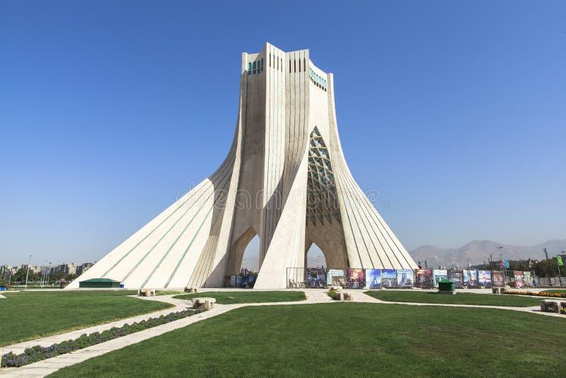 Torre de Azadi en Teherán, Irán fotografía de archivo