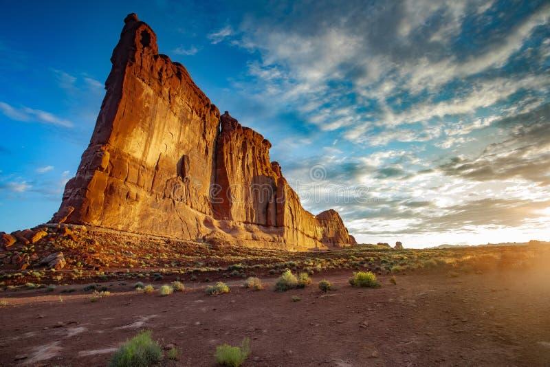 Torre de Babel no nascer do sol fotos de stock