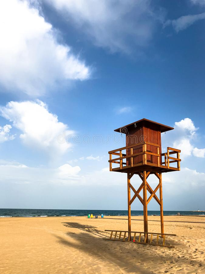 Torre de Baywatch en el Playa de la Escollera de Cullera imagenes de archivo