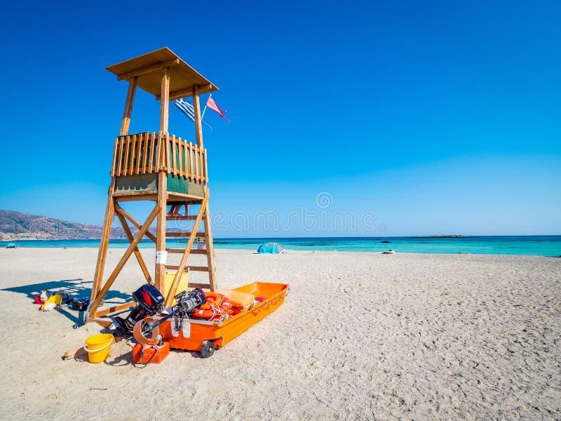Torre de Baywatch en Elafonisi, Creta, Grecia, una playa del paraíso con agua de la turquesa cerca de la isla de Creta imágenes de archivo libres de regalías