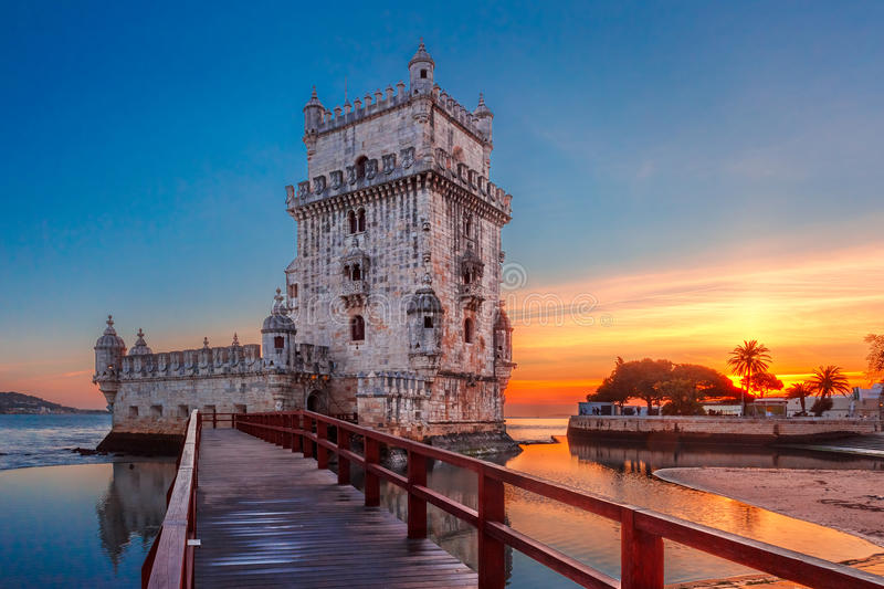 Torre de Belém em Lisboa no por do sol, Portugal foto de stock royalty free