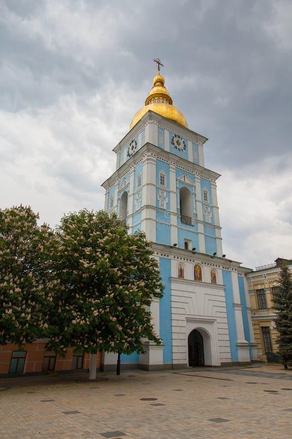 Torre de Bell da catedral antiga do ` s de St Michael, Kiev fotos de stock