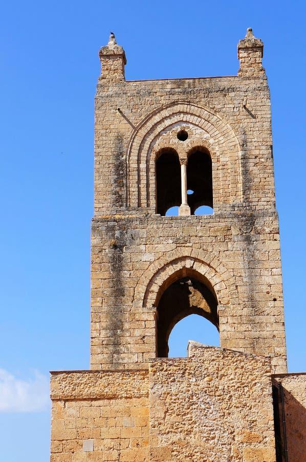 Torre de Bell da catedral de Monreale em Sicília fotografia de stock