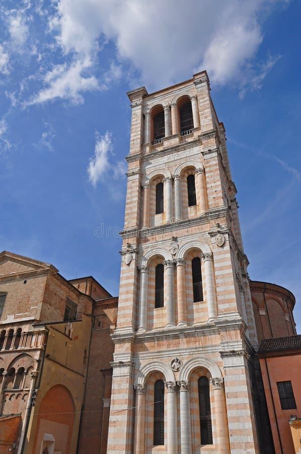 Torre de Bell da catedral em Ferrara foto de stock royalty free