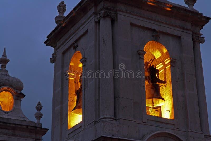 Torre de Bell da igreja na noite imagem de stock