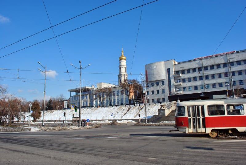 Torre de Bell da suposição ou igreja ortodoxa da catedral de Dormition de Kharkiv, Ucrânia fotografia de stock