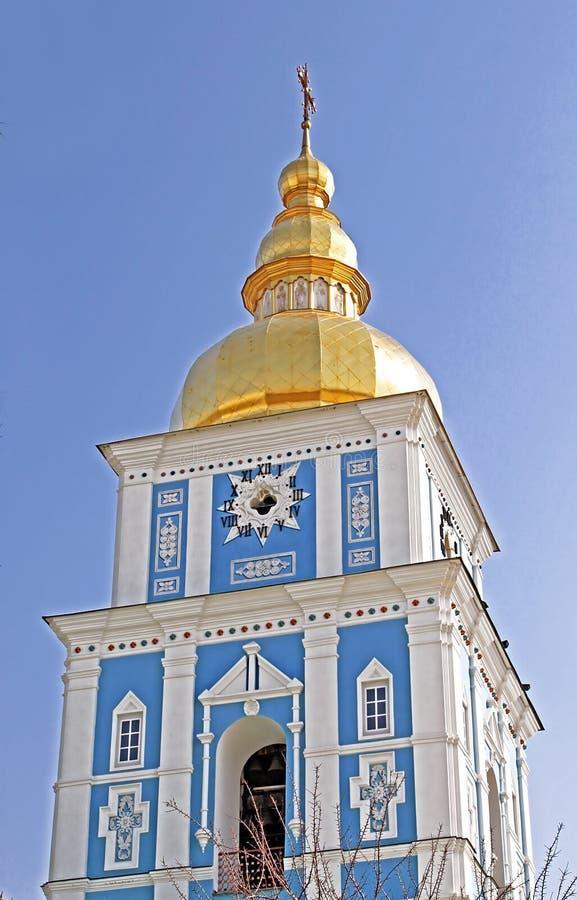 Torre de Bell do monastério Dourado-abobadado do ` s de St Michael - complexo famoso da igreja em Kyiv fotos de stock royalty free