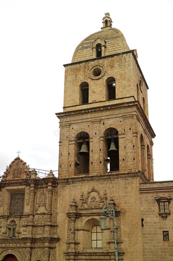 A torre de Bell de San Francisco Basilica ou basílica de San Francisco, igreja barroco histórica em La Paz, Bolívia imagens de stock