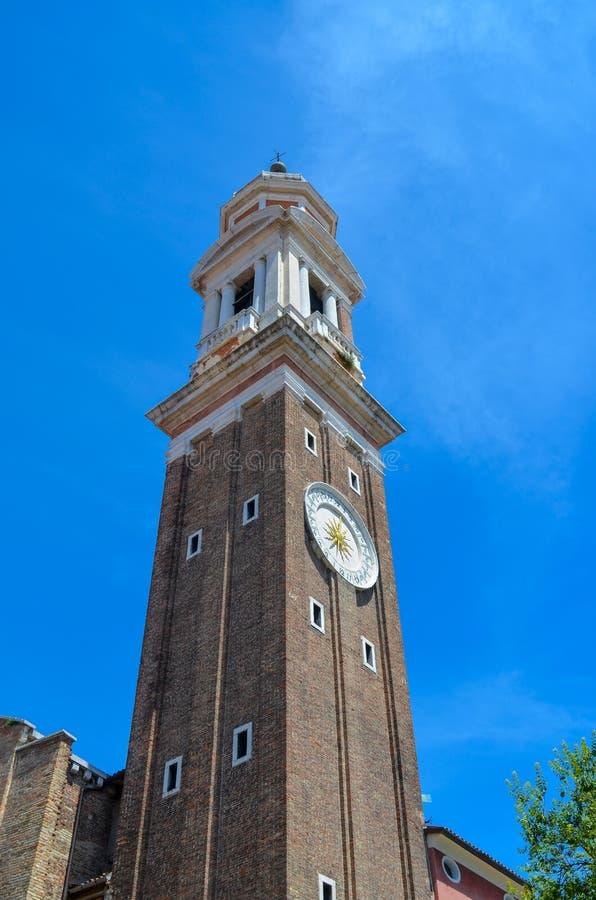 Torre de Bell de uma igreja fotos de stock