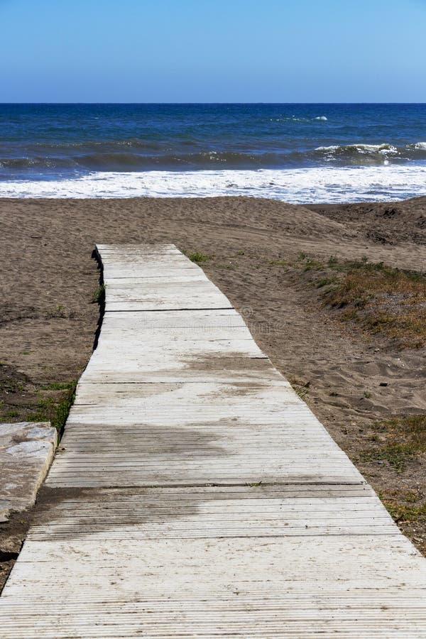 Torre De Benagalbon plaża, prowincja Malaga, Andalusia, Hiszpania zdjęcia stock
