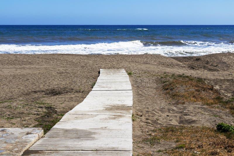 Torre De Benagalbon plaża, prowincja Malaga, Andalusia, Hiszpania zdjęcie stock
