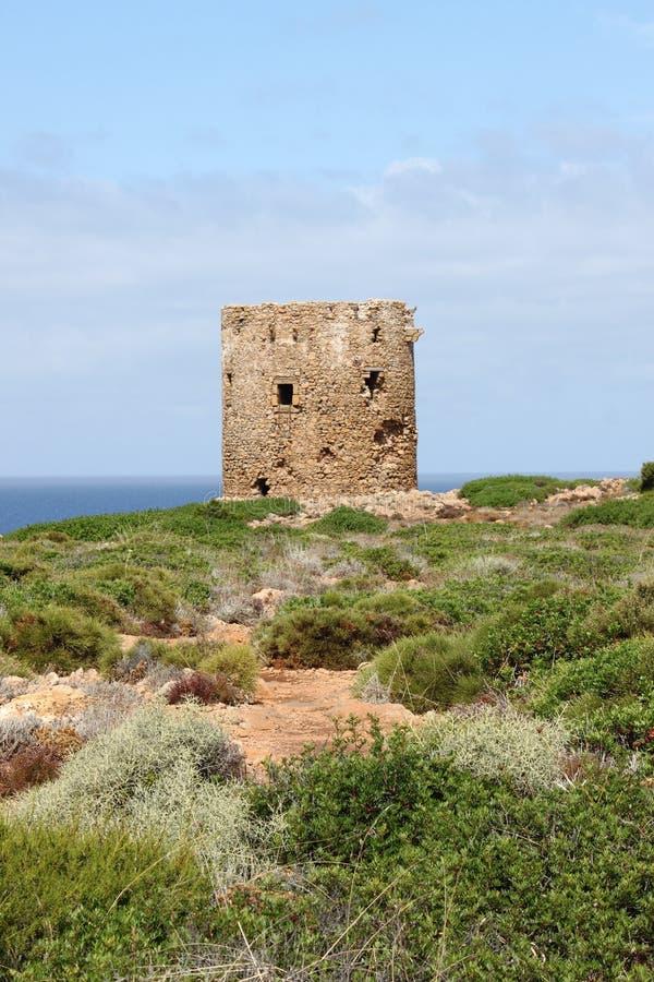 Torre de Cala Domestica em Sardinia foto de stock royalty free