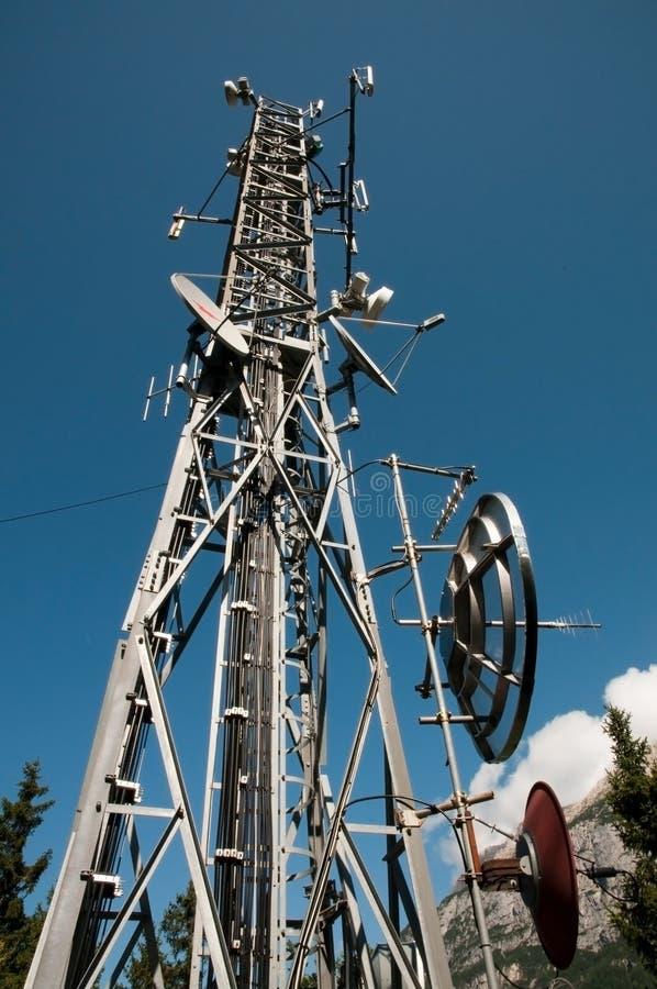 Torre de comunicação: G/M, Umts, 3G e rádio imagens de stock