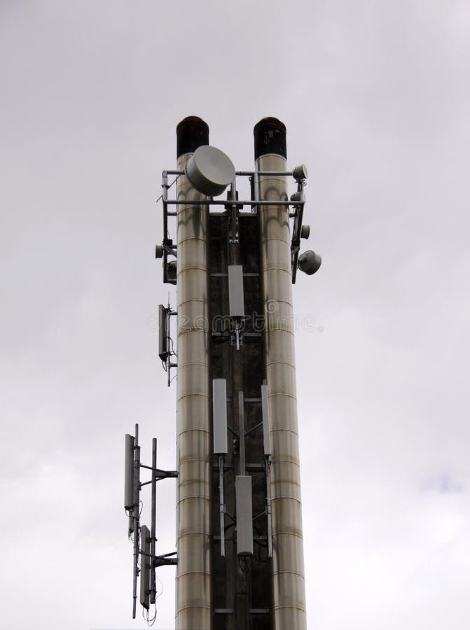 Torre de comunicações celular fotos de stock