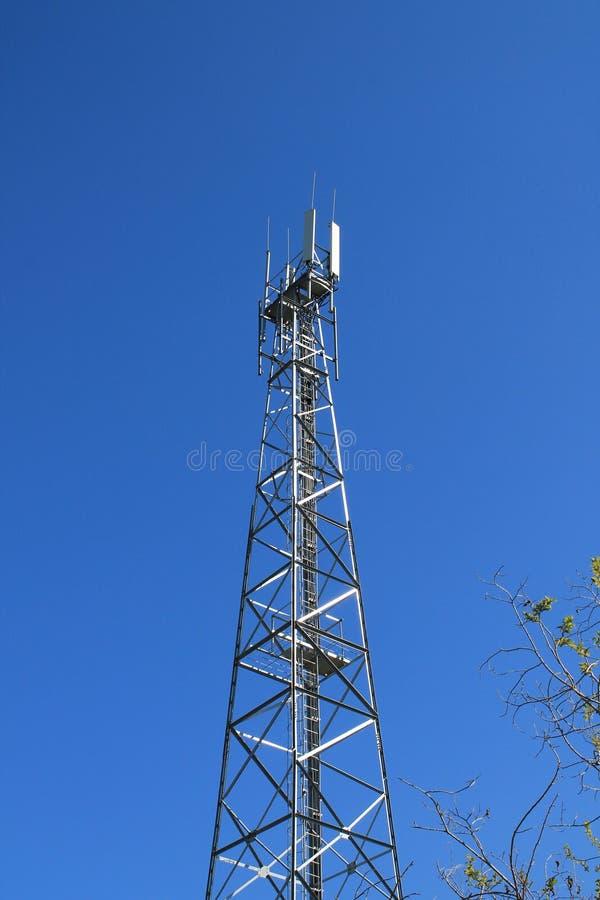Torre de comunicações celular imagem de stock