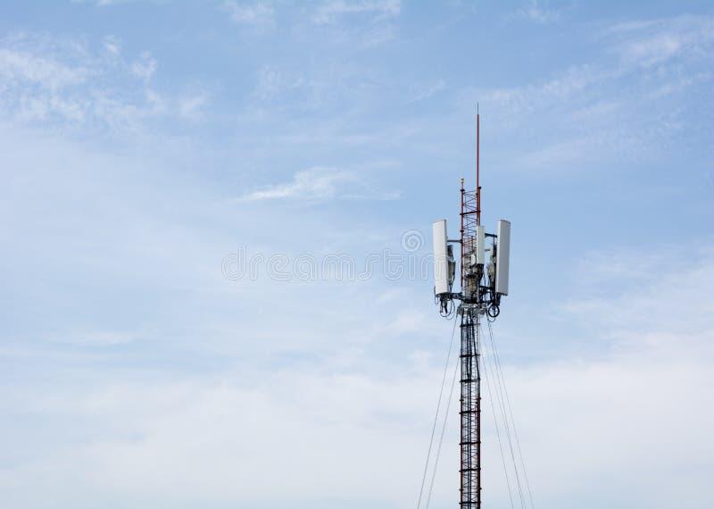 Torre de comunicación del teléfono celular fotos de archivo