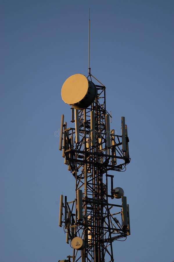 Torre de comunicaciones imagen de archivo