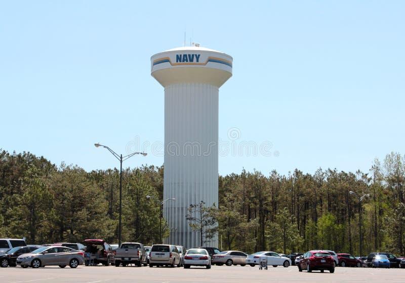 Torre de comunicaciones blanca de la marina de guerra fotos de archivo