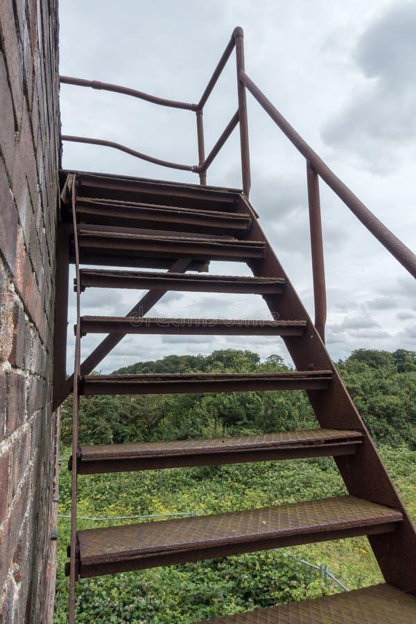 Torre de control abandonada de la Royal Air Force, Inglaterra imágenes de archivo libres de regalías