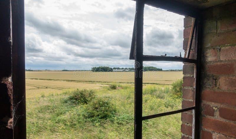 Torre de control abandonada de la Royal Air Force, Inglaterra imagen de archivo