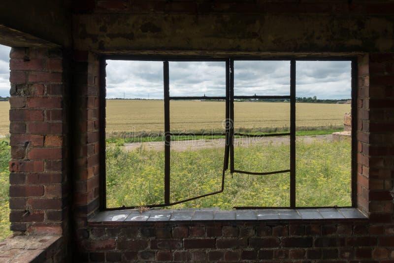 Torre de control abandonada de la Royal Air Force, Inglaterra foto de archivo libre de regalías