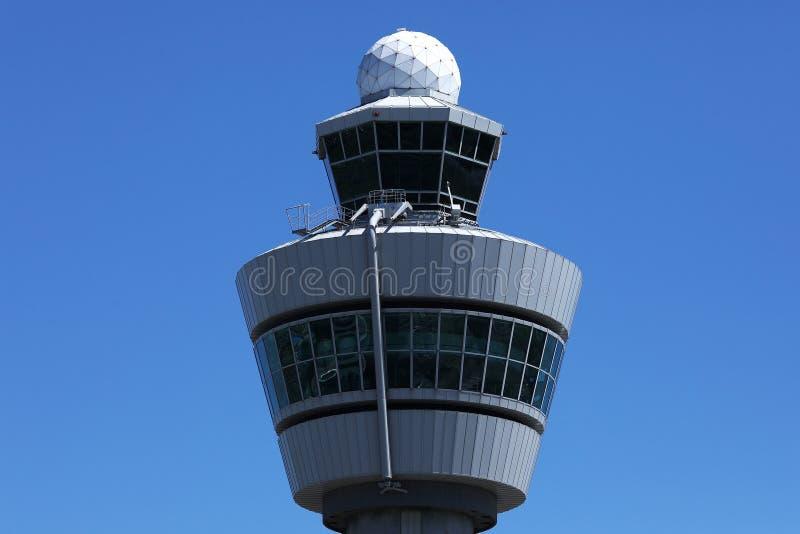 Torre de controlador aéreo no aeroporto de Amsterdão Schiphol, AMS imagem de stock royalty free