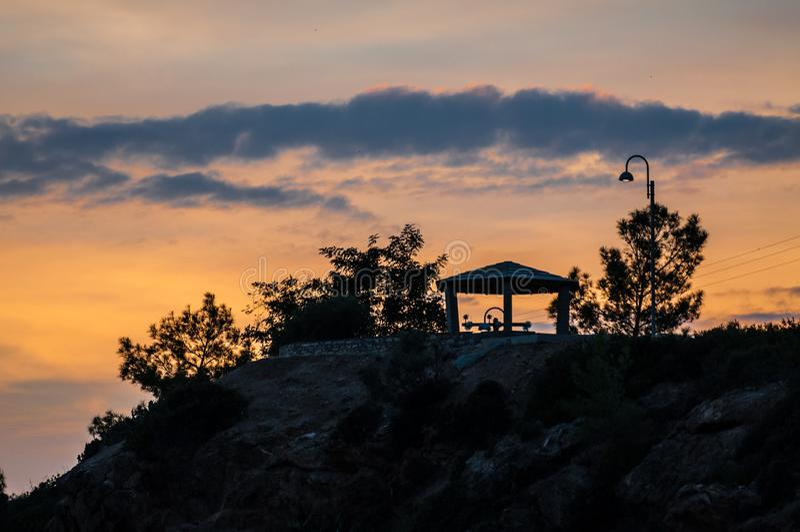 Torre de descanso do relógio e a luz esplêndida imagens de stock royalty free