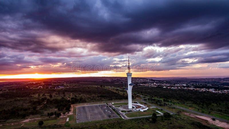Torre de Digitaces a Brasilia, capitale du el Brasil, filmado con el abej?n en una visi?n a?rea a finales de tarde fotografía de archivo libre de regalías