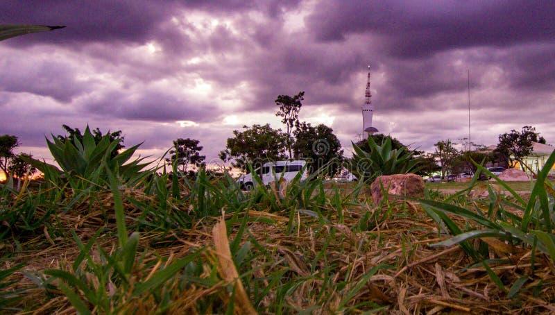 Torre de Digitaces a Brasilia, capitale du el Brasil, filmado con el abej?n en una visi?n a?rea a finales de tarde fotos de archivo