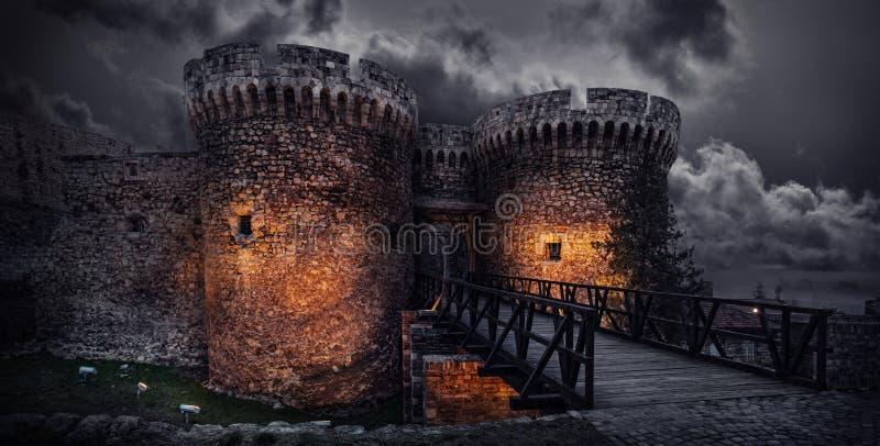 Download Torre de Dizdar imagem de stock. Imagem de passagem, parede - 29826741