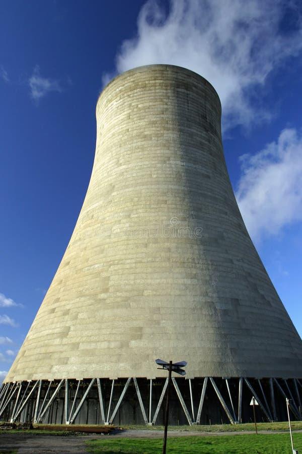 Torre de enfriamiento fotografía de archivo libre de regalías