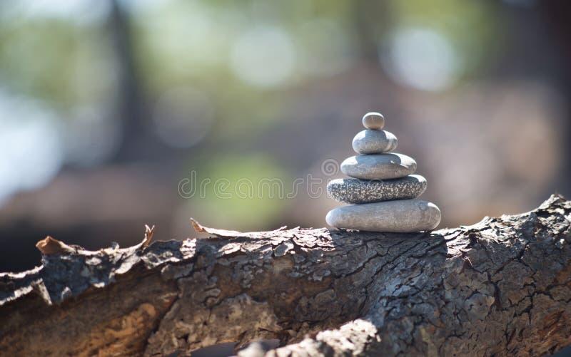 Torre de equilíbrio do seixo fotos de stock royalty free