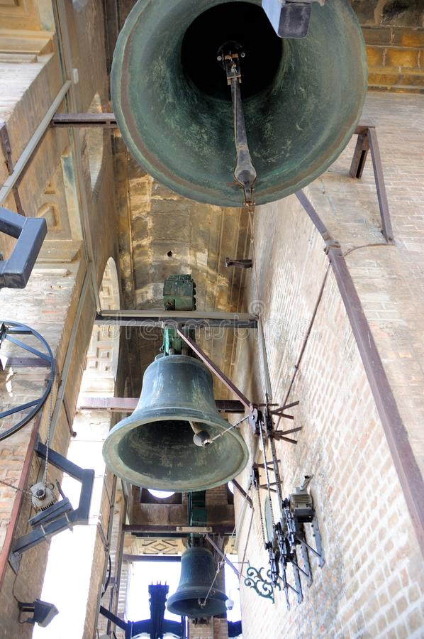 Torre de Giralda - catedral ESPAÑA de Sevilla - ingenio de la alarma imagenes de archivo