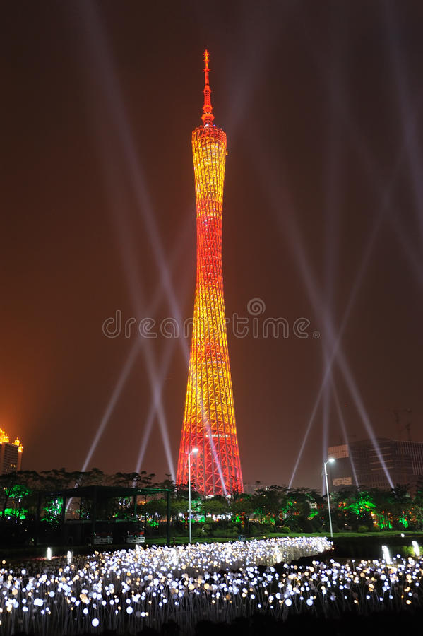 Torre de Guangzhou en la noche foto de archivo