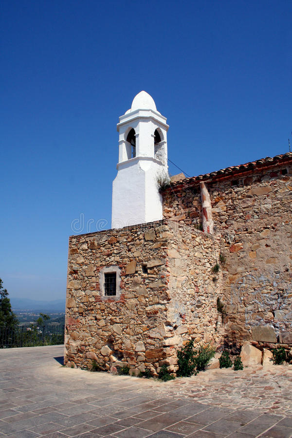 Torre de iglesia blanca imagenes de archivo