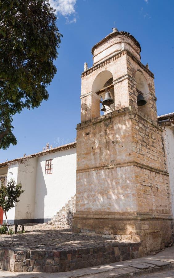 Torre de iglesia en los Andes imagen de archivo libre de regalías