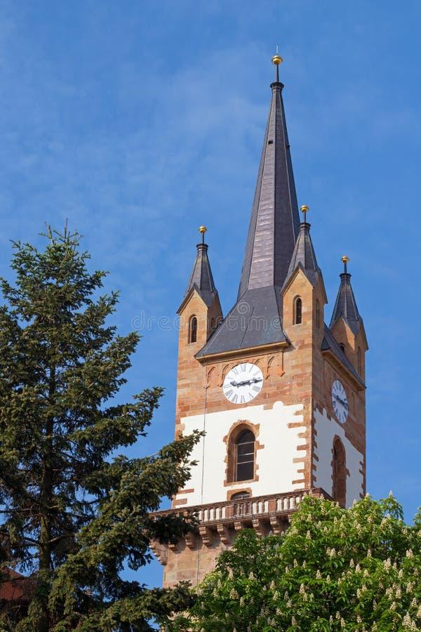 Torre de iglesia evangélica en Bistrita imagen de archivo