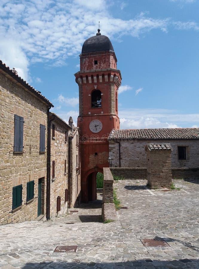 Torre de iglesia roja foto de archivo