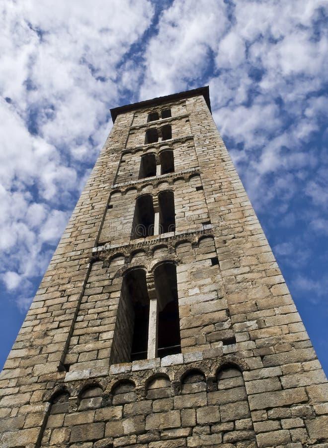 Torre de igreja do Romanesque foto de stock