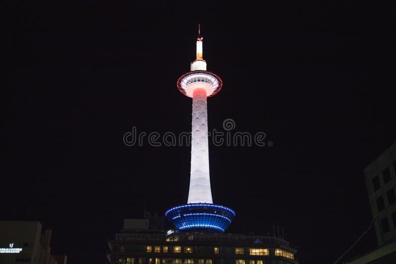 Torre de Kyoto en la noche fotos de archivo