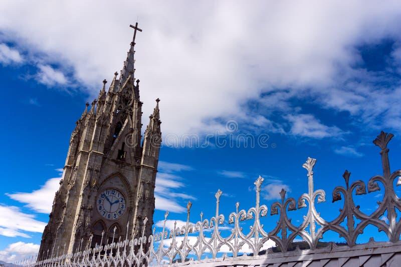 Torre de la basílica de Quito foto de archivo