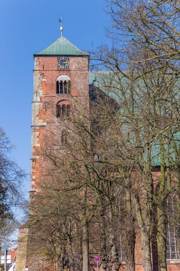 Torre de la catedral de los Dom en Verden fotos de archivo