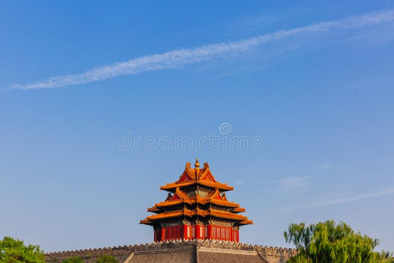 Torre de la esquina de la ciudad Prohibida debajo del cielo azul, en Pekín, China fotos de archivo
