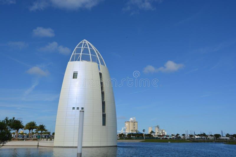 Torre de la exploración de la vista posterior en el puerto Canaveral imagen de archivo libre de regalías