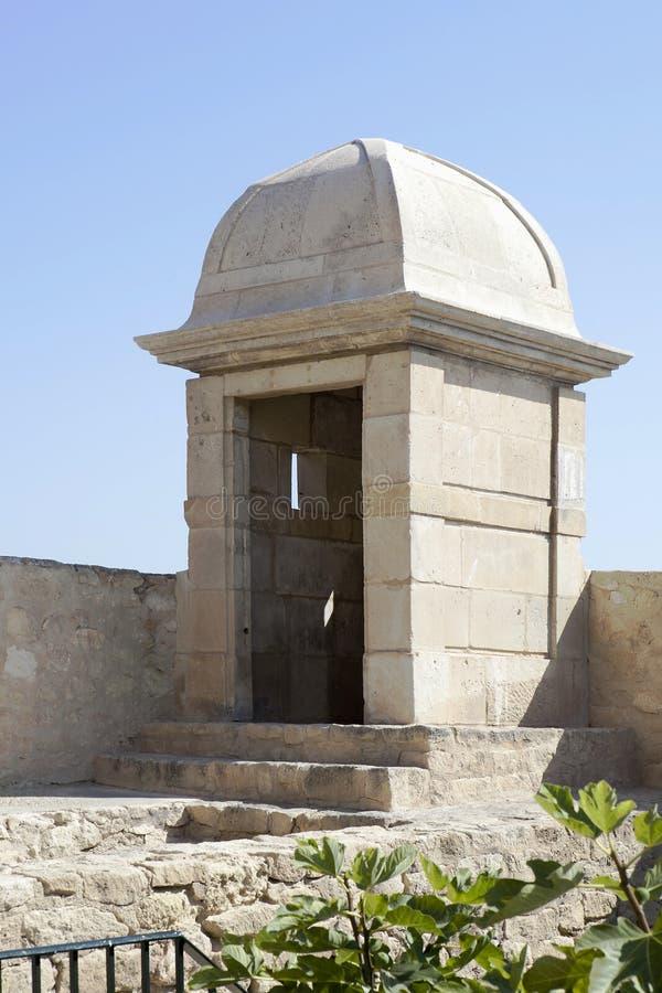 Torre de la fortaleza con una visión sobre el mar imagen de archivo libre de regalías